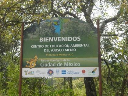Letrero_cerca_del_Centro_de_Educación_Ambiental_Ecoguardas.JPG